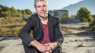 «Il faut laisser de la place à l'artiste pour qu'il mette la pagaille»: la culture en Valais selon Lorenzo Malaguerra