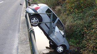 Argovie: une voiture plonge dans une rivière, les passagers sont indemnes