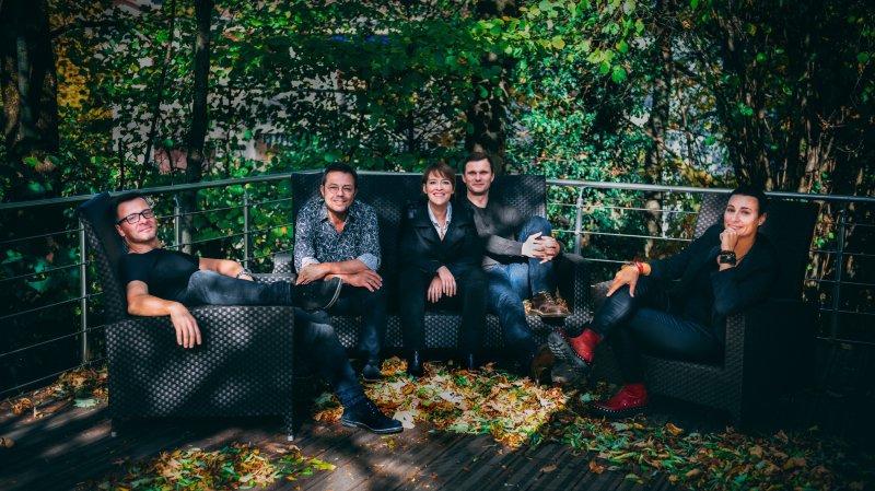 Yann Lambiel, Pascal Bernheim, Sylvie Bourban, Nicolas Haut, Sandrine Viglino unis dans le rire pour la Parenthèse.