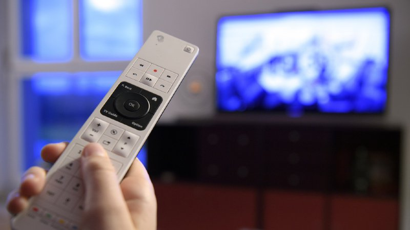 Médias: les Suisses se forgent leur opinion principalement grâce à la télévision