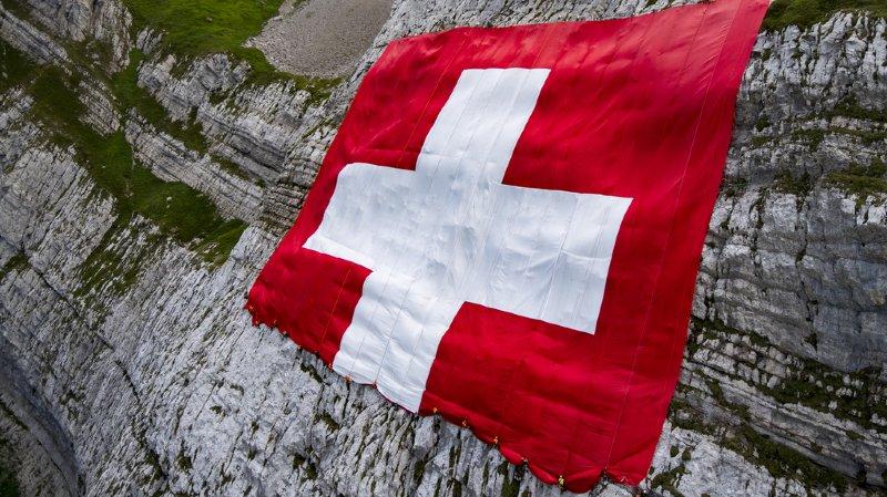 Gardes suisses zélés, nounous Instagram dans nos hôtels ou pis de vaches bouchés… l'actu suisse vue du reste du monde