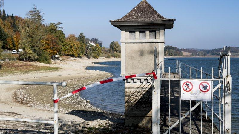 La police recommande de ne pas s'aventurer hors des berges du lac de Bret.