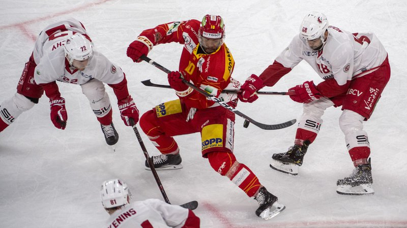 Hockey - National League: Lausanne crée la surprise à Bienne, Fribourg s'incline à Berne