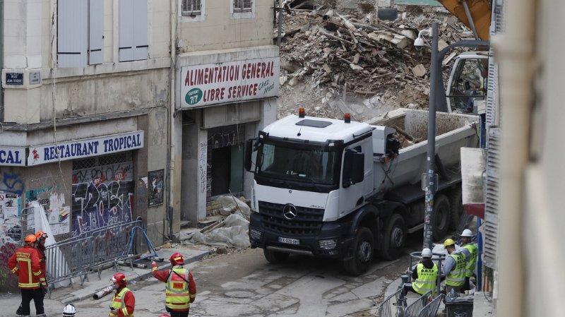 Le corps d'une septième victime a été retrouvé sous les décombres hier soir. Les citoyens continuent à crier leur colère, alors que le maire de la ville se défend.