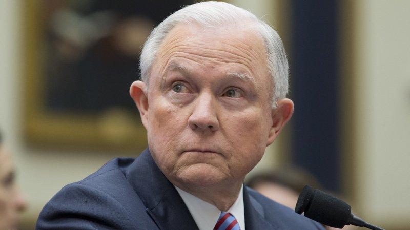 Amérique: le ministre de la justice Jeff Sessions limogé par Trump