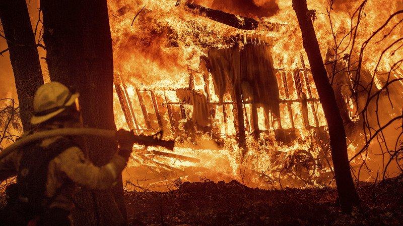 L'incendie, baptisé «Camp Fire», s'est déclaré jeudi en début de journée et s'est rapidement propagé.