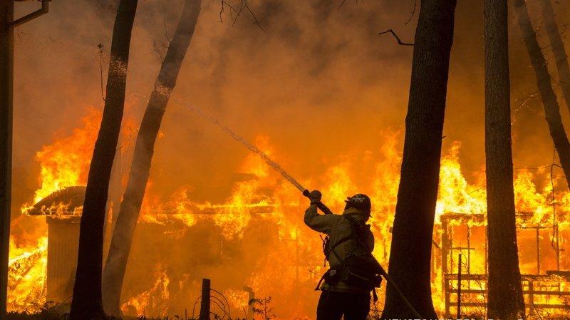 Incendie monstre en Californie: au moins 9 morts, des dizaines de milliers d'évacuations