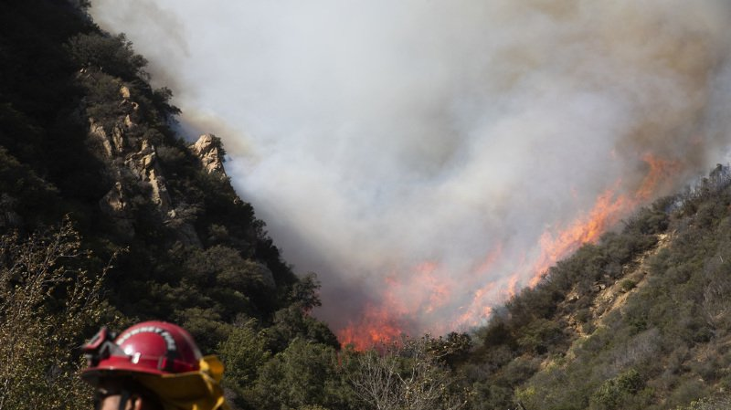 Californie: au moins 25 morts dans les incendies qui ravagent l'Etat américain