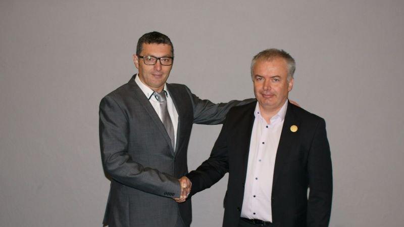 Nouveau président de la FFDCC, Stéphane Roserens (à dr.) a succédé à Régis Evéquoz.