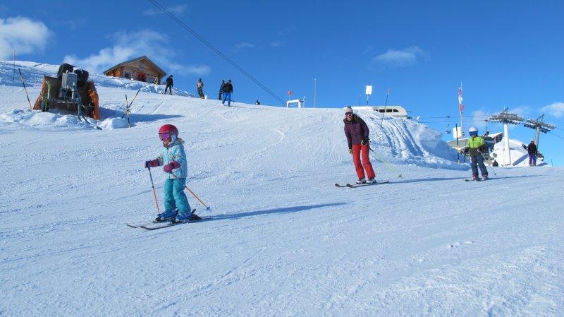 En famille, seul ou entre amis, les mordus de ski ont profité de l'ouverture de la piste du Lac des Vaux à Verbier.