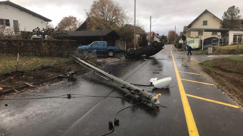 Jura: elle s'endort au volant et défonce un poteau électrique