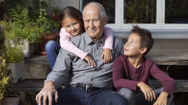 Garder ses petits-enfants permet de rester actif et aider à rester en bonne santé psychique.