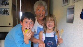 Le coin des kids: à Randogne, les aînés cuisinent avec les enfants
