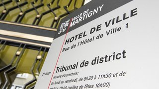 Tribunal de Martigny: des peines de prison ferme requises contre cinq braqueurs de kiosques et stations-service