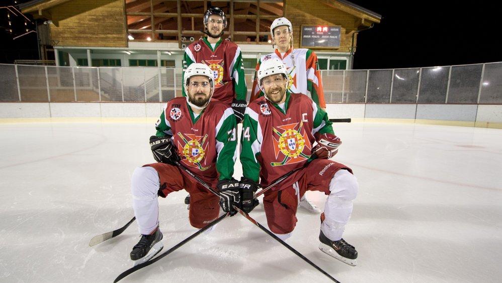 Hervé Alves Moraïtinis, Higinio Ferreira, (à genoux) Diogo Rocha et Corentin Rodrigues (debout) ont défendu les couleurs de l'équipe nationale de hockey sur glace du Portugal. Ils étaient accompagnés de deux autres Valaisans: Pedro Cardoso et Brandon Gay.