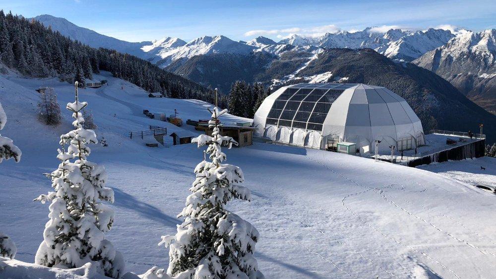 La nouvelle scène du Polaris est posée sur le plateau des Esserts, dans les hauts de la station de Verbier. Elle n'est accessible qu'en navettes.