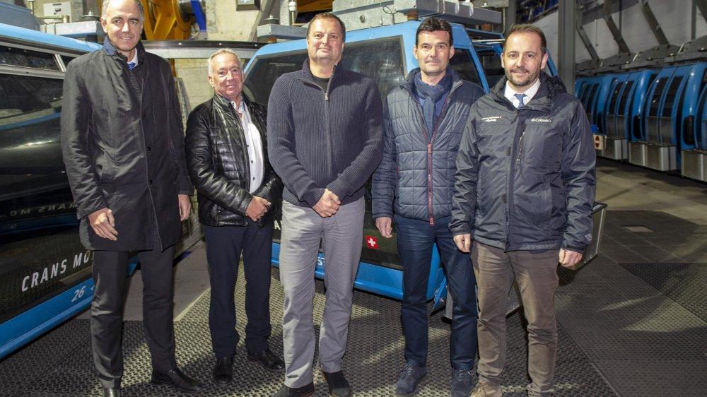 Christophe Darbellay, Martial Kamerzin, David et Laurent Bagnoud entourent Radovan Vitek qui propose 35 millions pour solder le passé.