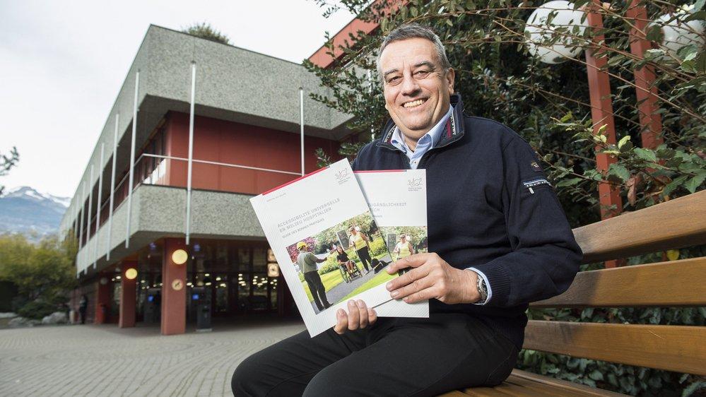 Pascal Bruchez, chef des projets stratégiques à l'Hôpital du Valais, a réalisé ce guide en collaborant avec plusieurs associations de handicap.