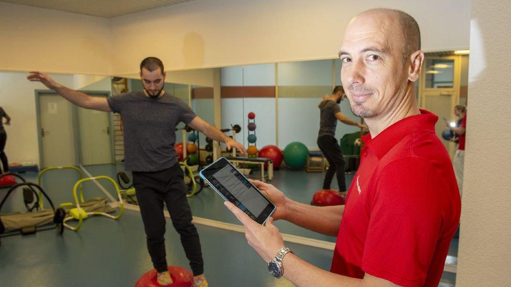 Le président des physiothérapeutes valaisans Sébastien Gattlen mise sur le 2.0 pour rajeunir l'image de la profession.