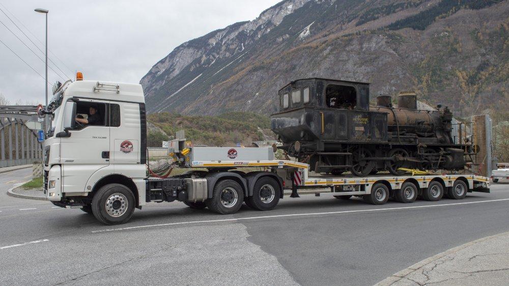 La locomotive à vapeur «Sierre» en route pour une nouvelle vie en France.
