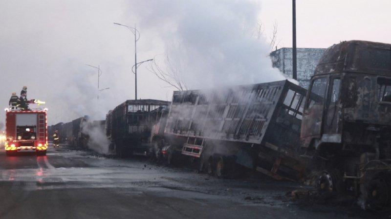 Les feux ont détruit une cinquantaine de camions