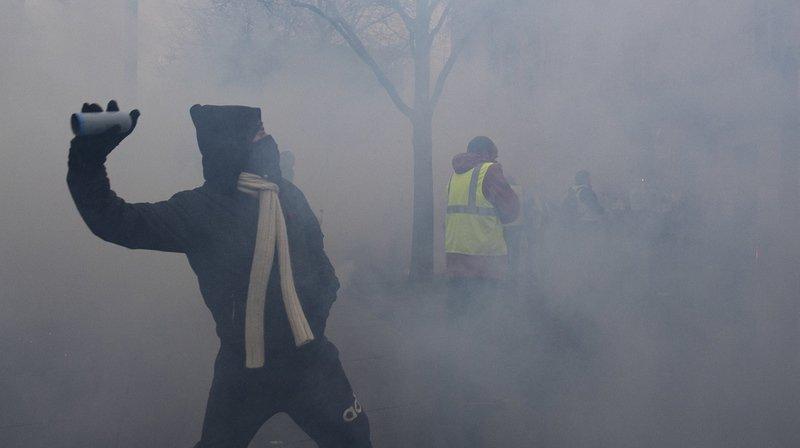 Le préfet de police de Paris dénonce des violences