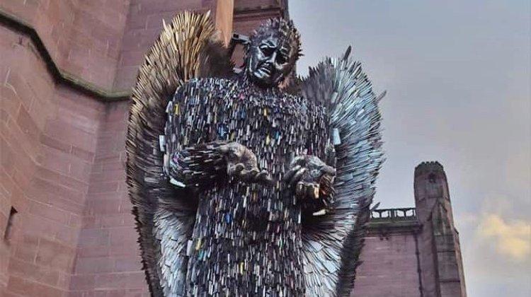 Liverpool: une sculpture composée de 100'000 lames rend hommage aux victimes d'attaques à l'arme blanche
