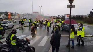 """France: une manifestante du mouvement """"Gilets jaunes"""" tuée par une voiture en Savoie"""
