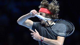 Tennis - Masters de Londres: Zverev bat Isner et affrontera Roger Federer en demi-finale