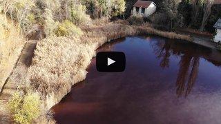 Sion: des analyses effectuées sur les eaux rouges du lac de Montorge