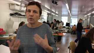 Gabriela Schnyder, directrice de l'Ecole de couture du Valais, explique la nouvelle formation proposée