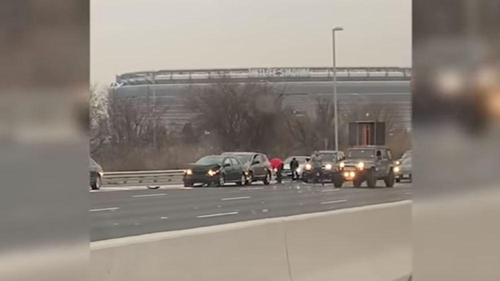Etats-Unis: une pluie de billets sur une autoroute fait le bonheur des automobilistes