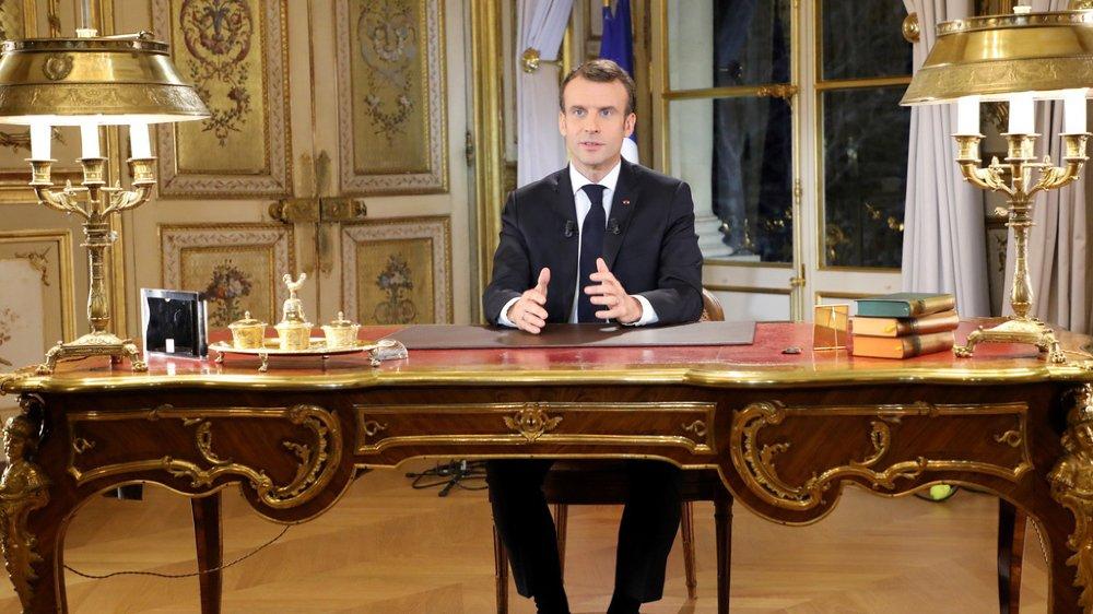France: Macron annonce une hausse du salaire minimum pour calmer la colère des gilets jaunes