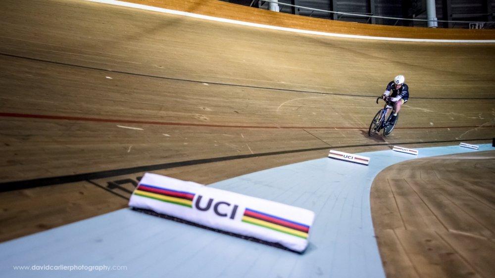 Rouler 24 heures sans s'arrêter sur la piste de l'UCI: c'est le défi relevé par les frères Gailland.