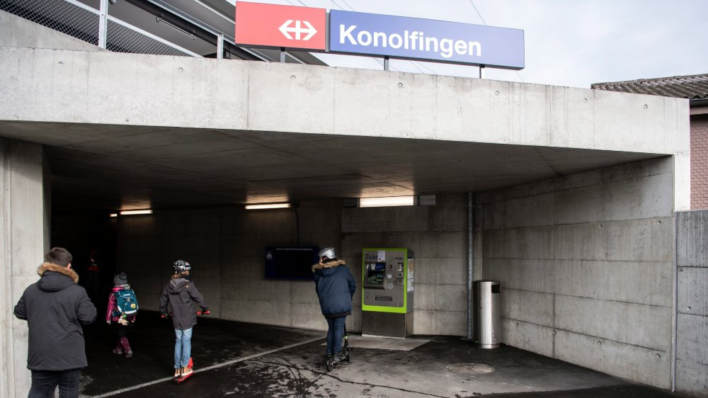 Des travaux sont en cours dans de nombreuses gares (ici, à Konolfigen, dans le canton de Berne), pour en faciliter l'accès aux handicapés.