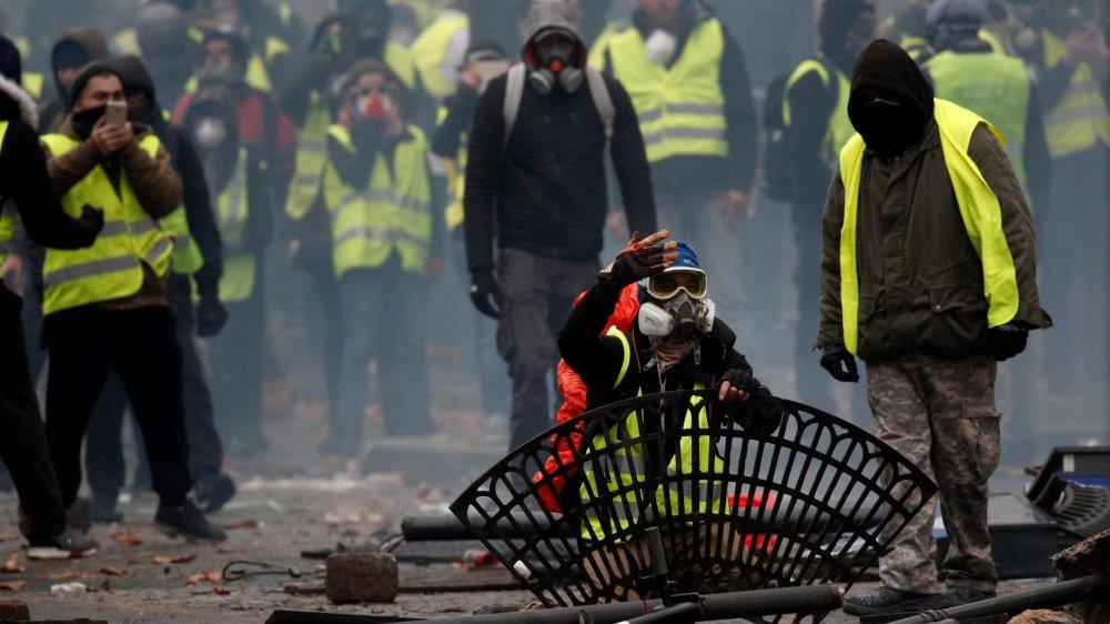 Emmanuel Macron veut éviter que la violence ne déferle à nouveau  un peu partout en France, ce samedi.