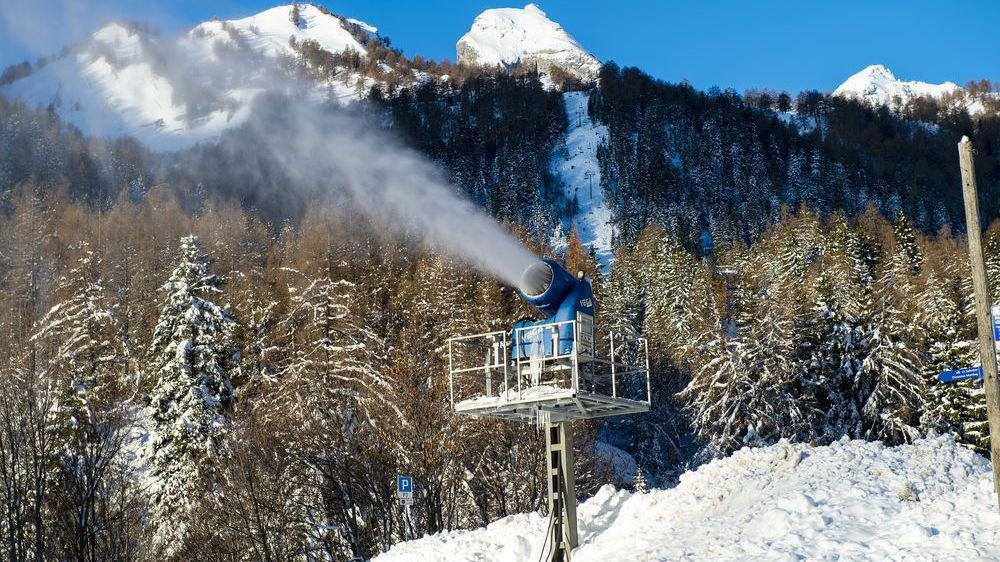 «On aurait pu être en difficulté, mais il a beaucoup plus cet automne», note Gianluca Lepori, directeur de Téléovronnaz. Comme ici au fond du télésiège des Jorasses à Ovronnaz, certaines stations ont craint pour le bon fonctionnement de leurs canons à neige.