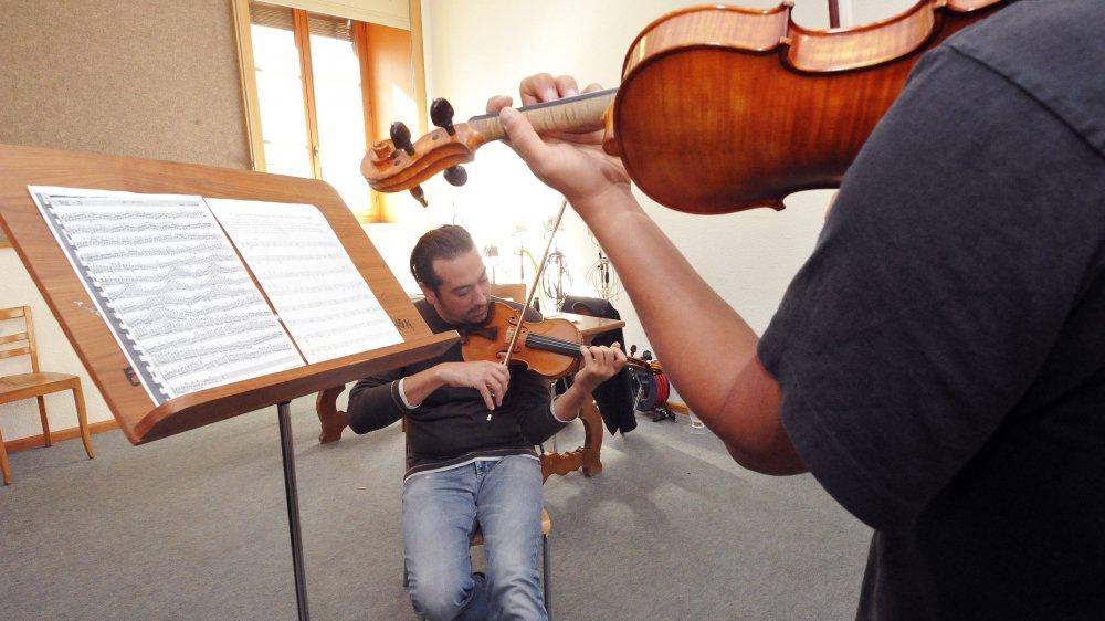 L'un des objectifs de la nouvelle loi est de revaloriser la rémunération des enseignants de musique en la calquant sur celle des enseignants d'école primaire.
