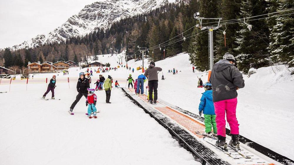 Les conditions d'enneigement sont meilleures qu'on aurait pu craindre après les pluies tombées juste avant Noël. Comme ici à La Fouly, les skieurs sont bel et bien au rendez-vous.