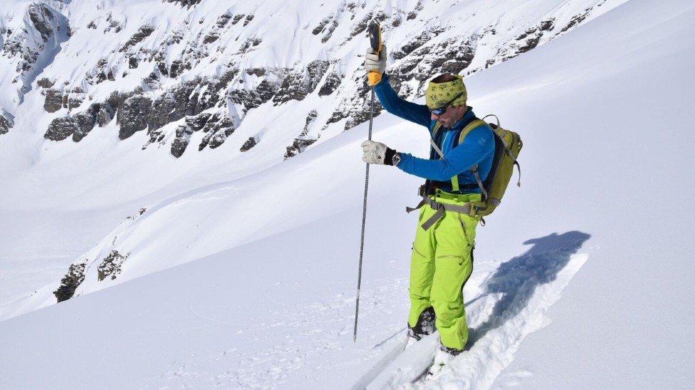 Jean-Luc Lugon, accompagnateur en montagne et chargé de la sécurité de la vallée du Trient, réalise quotidiennement des mesures pour le SLF.