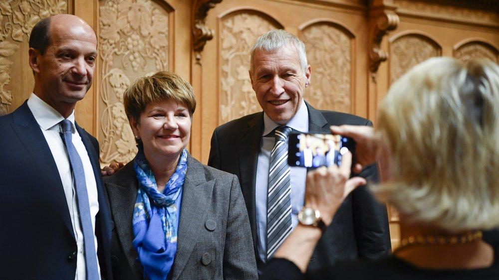 Viola Amherd pose avec le conseiller aux Etats PDC Beat Rieder, qui a œuvré dans les coulisses pour son élection.