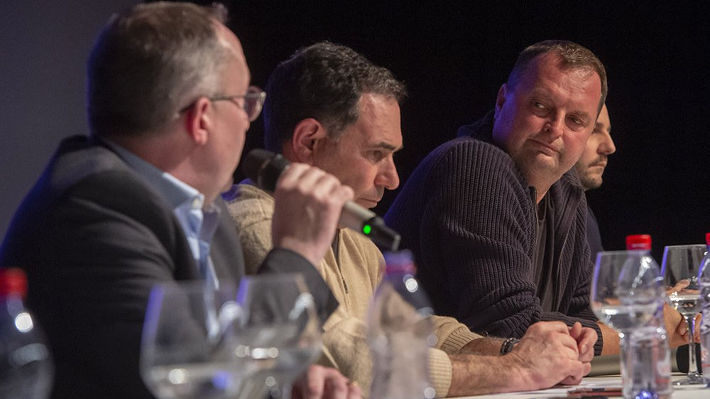 Les présidents des trois communes et l'actionnaire majoritaire ont rencontré les citoyens pour apaiser les tensions.