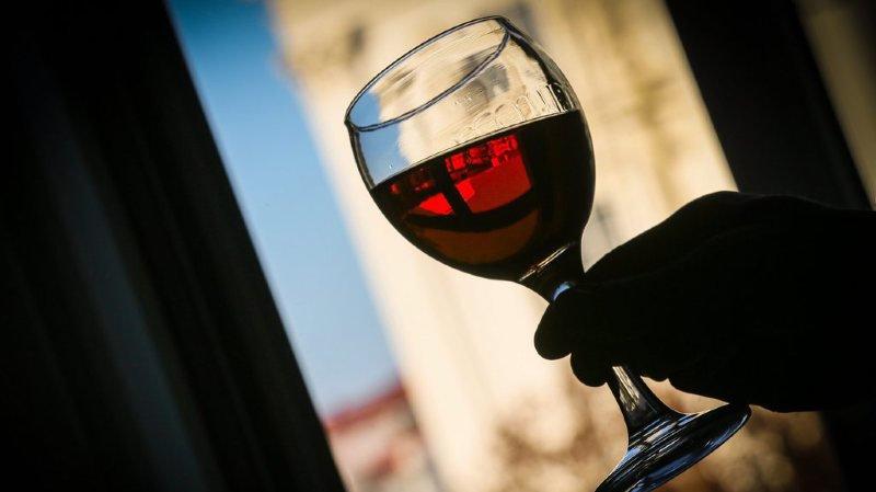 Sexisme: l'école supérieure de tourisme de Zurich offre du vin aux seuls diplômés masculins