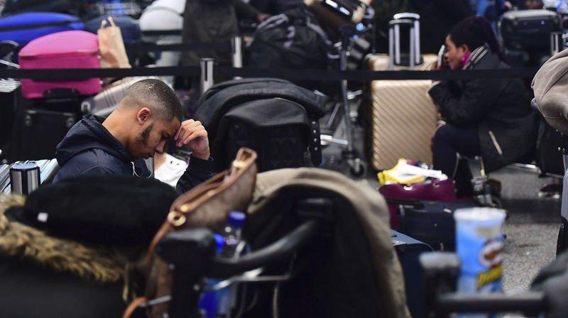 Tous les vols ont été annulés jeudi et plusieurs milliers de passagers ont dû patienter.