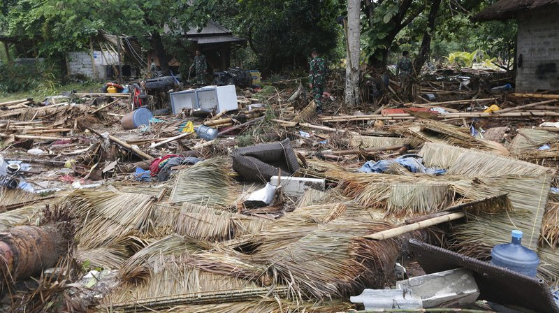 Le tsunami a fait au moins 373 morts.