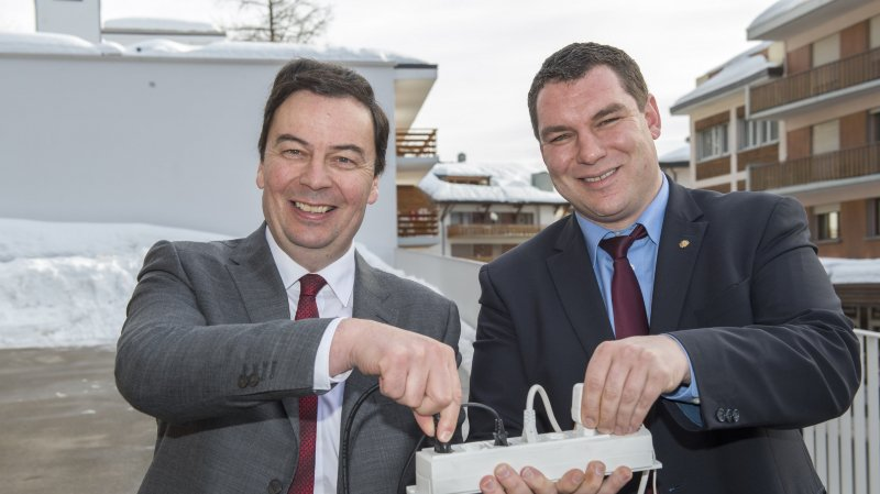 Philippe Varone, président de l'ESR et Pierre Berthod, président de Sierre Energie ont été suivis par toutes les communes actionnaires.