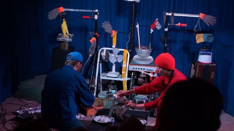 Madame Rouge et Monsieur Bleu, les mécaniciens néophytes de «Robot».