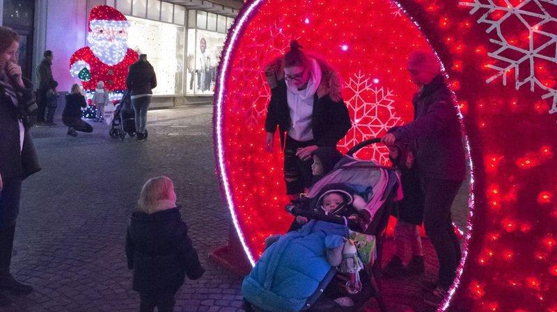 Les décorations en 3D plaisent beaucoup aux plus jeunes à la rue de la Porte-Neuve à Sion.