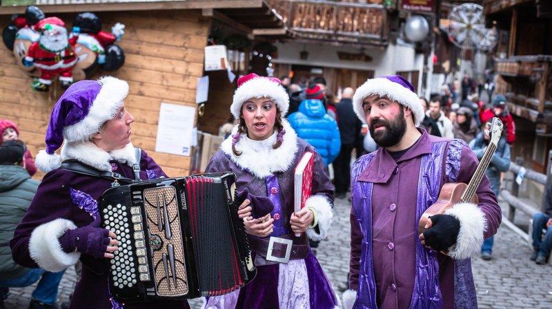 Il règne une ambiance chaleureuse et particulière à Grimentz lors des Féeries de Noël.
