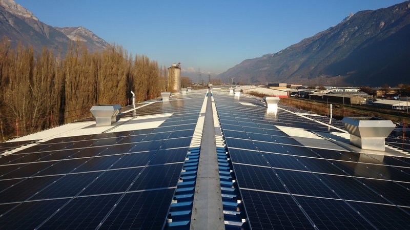 Le toit des ateliers centraux d'Hydro Exploitation à Martigny ont été recouverts de panneaux solaires.